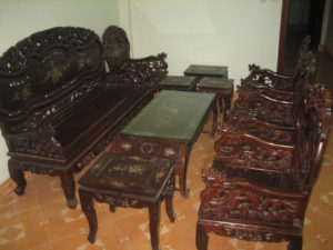 thu mua bàn ghế gỗ cũ phòng khách