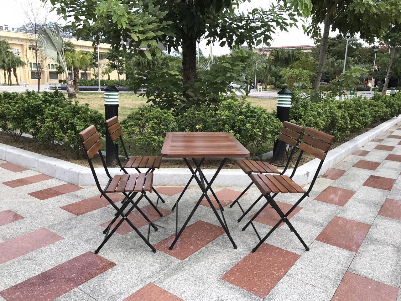 bàn ghế cafe cũ dạng gấp được nhiều chủ quán lựa chọn vì tiện lợi trong quá trình sử dụng