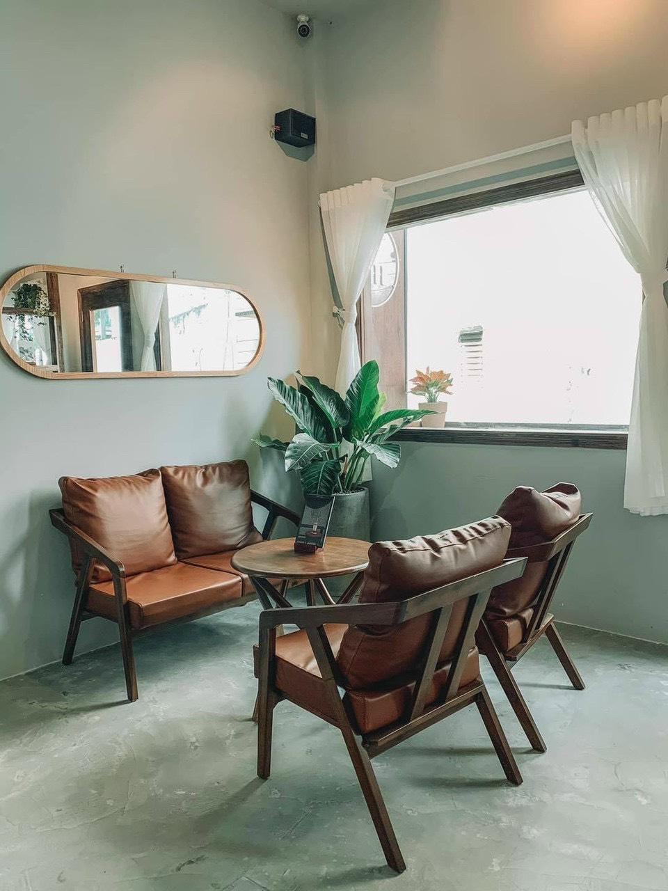 Mẫu bàn ghế cafe đệm da thanh lý rất đẹp, lịch sự được nhiều chủ quán ưa mắt