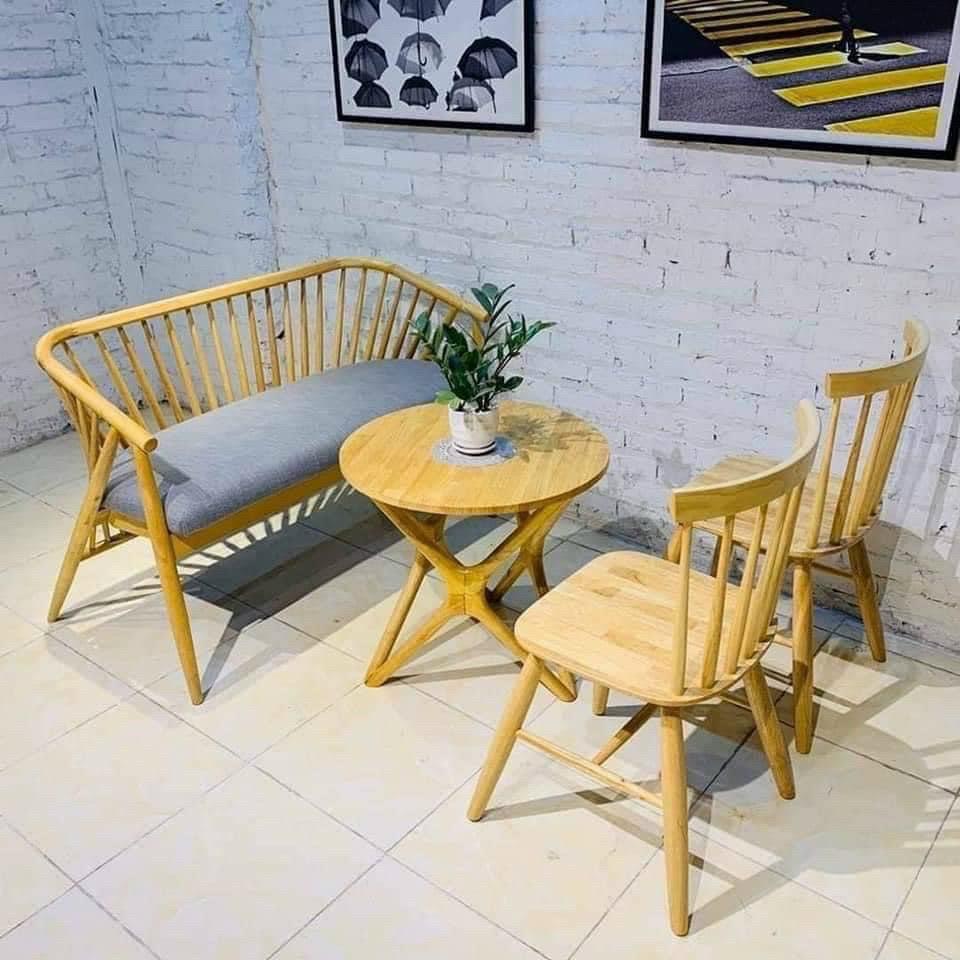 Mẫu bàn ghế gỗ cũ thanh lý tại các quán cafe được rất nhiều chủ đầu tư lựa chọn với không gian sang trọng, hiện đại