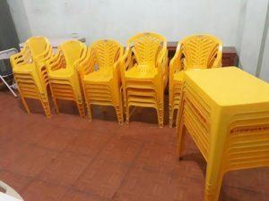 bàn ghế nhựa có tựa quán bia