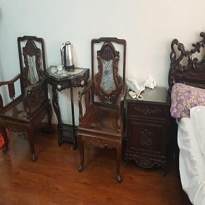 thanh lý bàn ghế gỗ cổ trong khách sạn