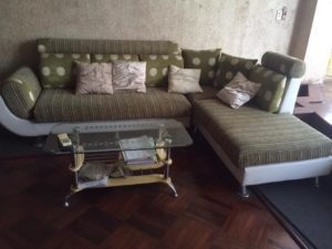 sofa cũ phòng khách