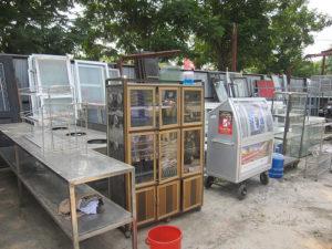 thanh lý tủ kính bán hàng
