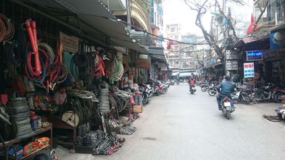 Các mặt hàng được bán rất đa dạng tại Chợ Giời