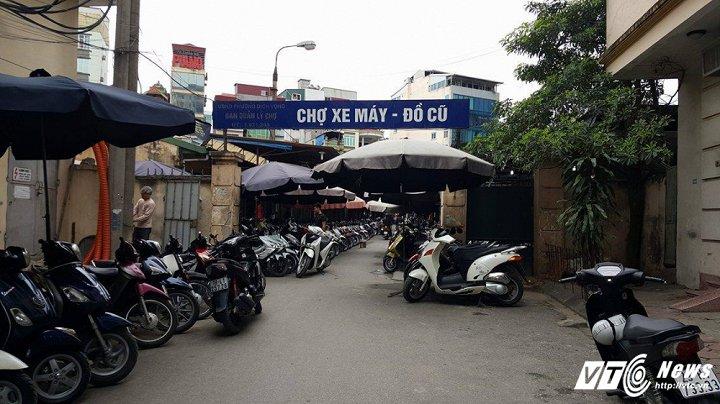 Cổng chợ đồ cũ xe máy