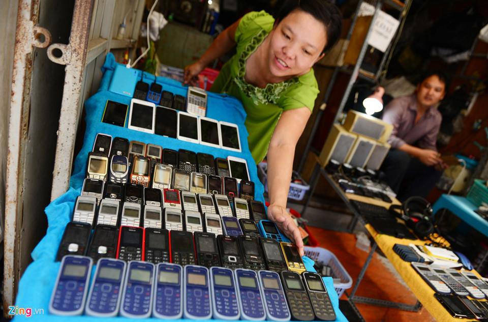 Điện thoại cũ được bán rất nhiều