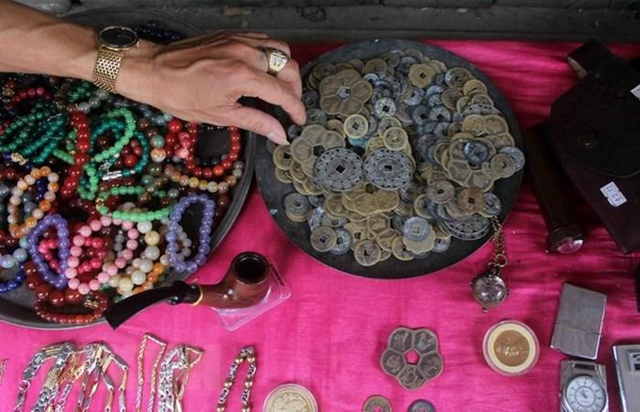 Đông xu hay các loại vòng trang trí được bày bán