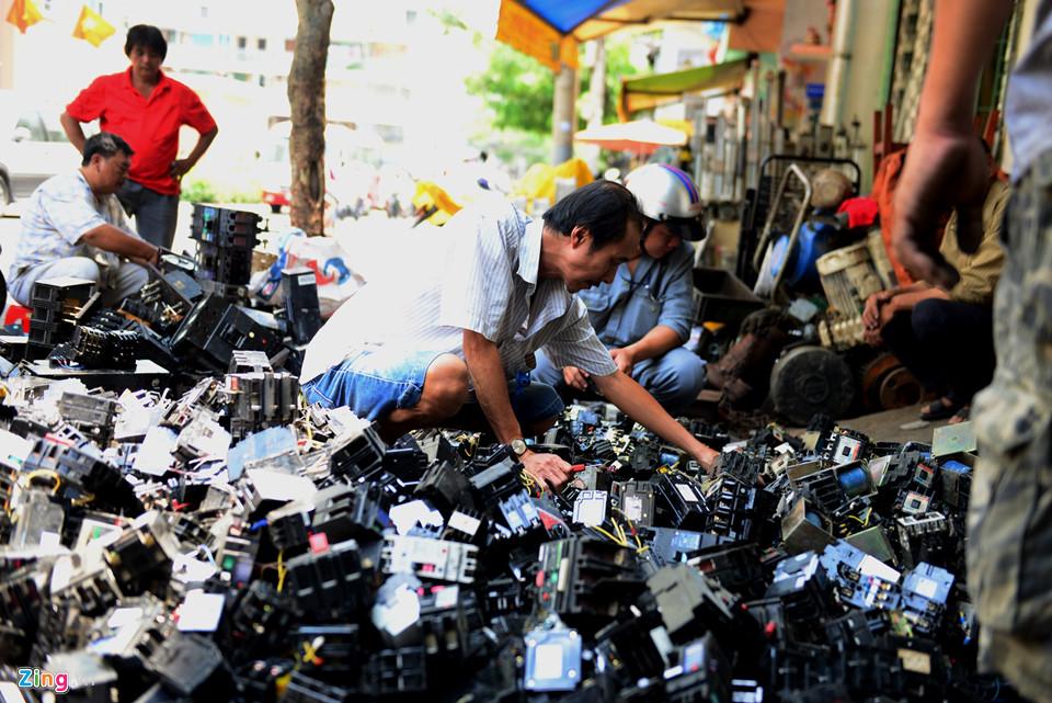 Linh kiện điện tử rất nhiều được bán ra